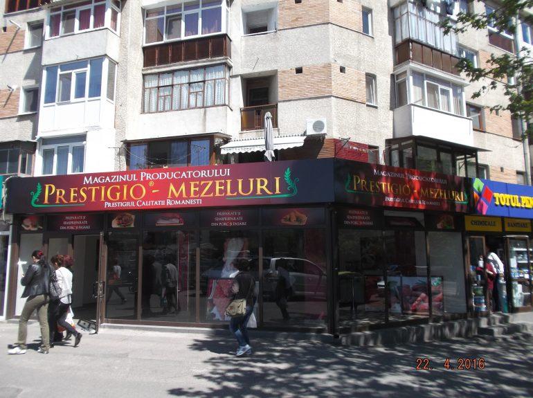 Decor magazin, fronton si geamuri